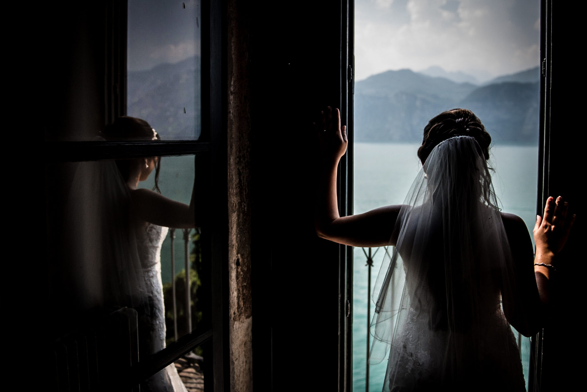 bride overlooking lake Garda